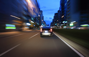 交通イメージ 東京の道路を走行する車の写真素材 [FYI00193310]