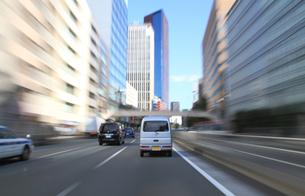 交通イメージ 東京の道路を走行する車の写真素材 [FYI00193321]