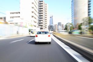 交通イメージ 東京の道路を走行する車の写真素材 [FYI00193324]