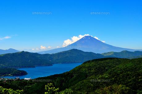 夏の富士山と芦ノ湖の素材 [FYI00193530]
