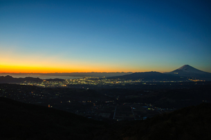 夕暮れの富士山の素材 [FYI00193568]