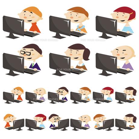 パソコンをする人達の写真素材 [FYI00194000]