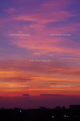 ベランダからの夕焼け の写真素材 [FYI00194327]