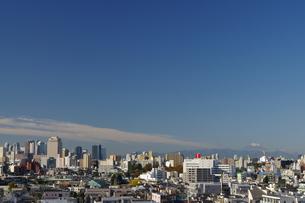 ビル群とMt. Fuji の写真素材 [FYI00194328]