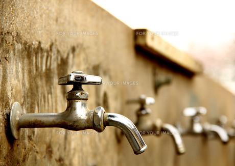 水飲み場/蛇口の写真素材 [FYI00194505]