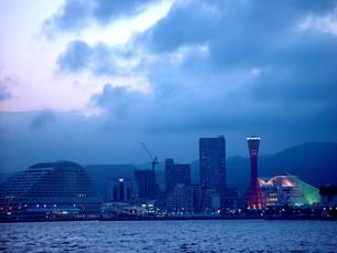 夕景の神戸港2の写真素材 [FYI00194685]