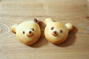 くまの形をしたパンの写真素材 [FYI00194850]