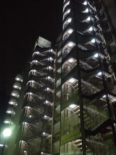 夜のマンションの写真素材 [FYI00195167]