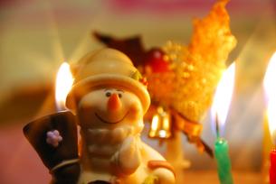 クリスマスケーキのスノーマンの素材 [FYI00195184]