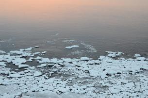 夕暮れのオホーツク海の写真素材 [FYI00195265]