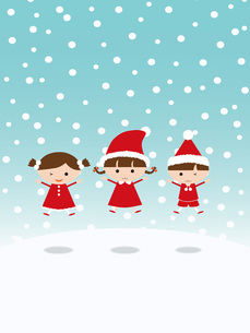 クリスマス サンタの衣装でジャンプする子供の写真素材 [FYI00195546]
