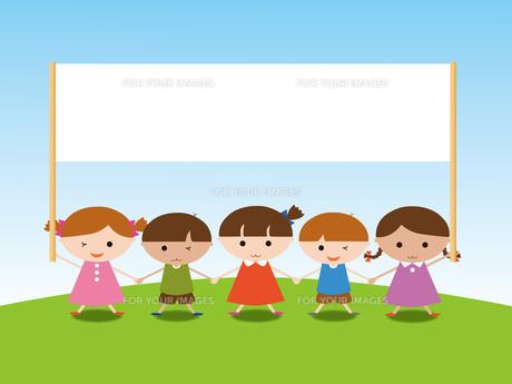 メッセージボードを持つ子供たちの写真素材 [FYI00195559]