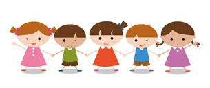手をつなぐ子供たち の写真素材 [FYI00195570]