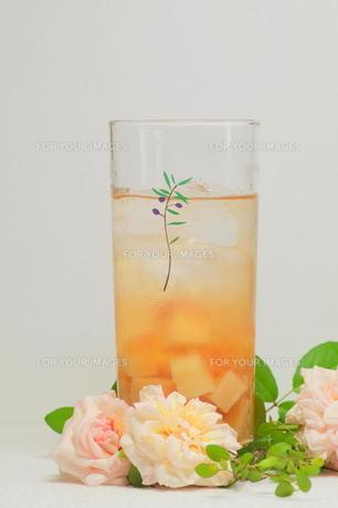 桃のフレーバーウォーターの写真素材 [FYI00197494]