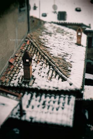 イタリアの家に積もる雪の素材 [FYI00197544]
