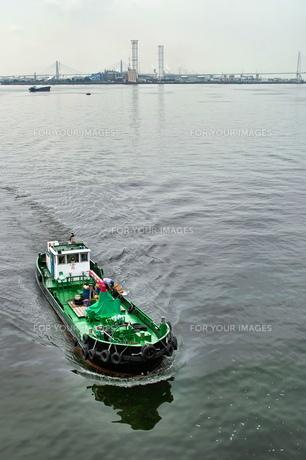 港に帰る漁船の写真素材 [FYI00197593]
