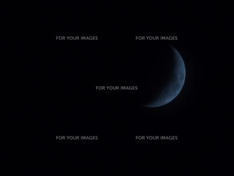 青い三日月の写真素材 [FYI00197655]
