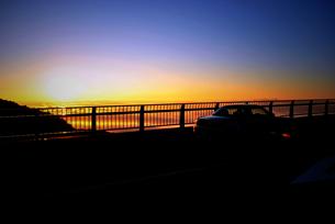 Sunrise and sea cloudsの写真素材 [FYI00198368]