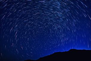 星降る夜の写真素材 [FYI00198645]