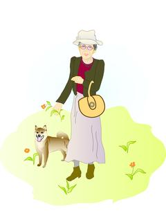 散歩する婦人と犬の写真素材 [FYI00198666]