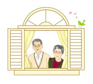 窓から外を見る夫婦の写真素材 [FYI00198693]
