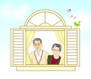 窓から外を見る夫婦の写真素材 [FYI00198699]
