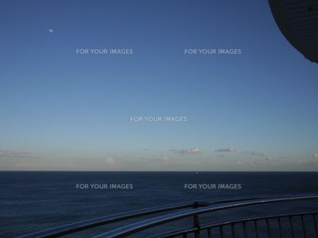 灯台から見た海の写真素材 [FYI00199751]