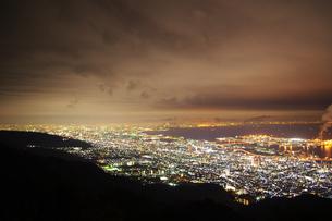 神戸六甲山からの夜景と大阪方面を望むの写真素材 [FYI00199823]