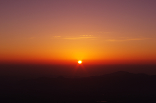 富士山5合目から見る日の出の素材 [FYI00199828]