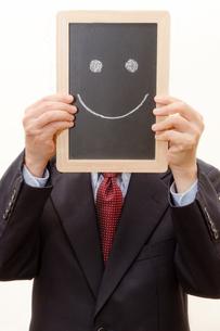 黒板の上の笑顔の写真素材 [FYI00200239]