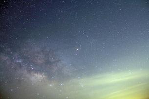福岡県星野村 天の川銀河昇るの写真素材 [FYI00200316]