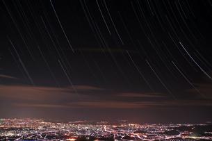 夜景と星空の写真素材 [FYI00200434]