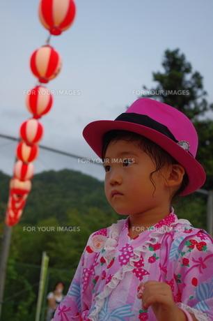 少女の夏祭りの写真素材 [FYI00200497]