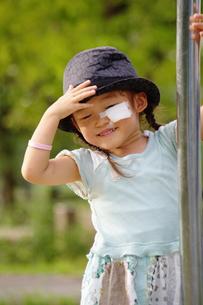 公園の女の子の写真素材 [FYI00200512]