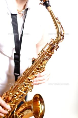 サックスの演奏の写真素材 [FYI00200595]