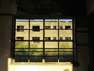 廃墟の窓の写真素材 [FYI00200715]
