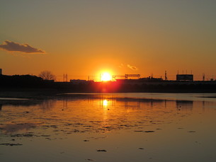 谷津干潟の夕陽の写真素材 [FYI00200726]