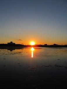 夕方の谷津干潟の写真素材 [FYI00200752]