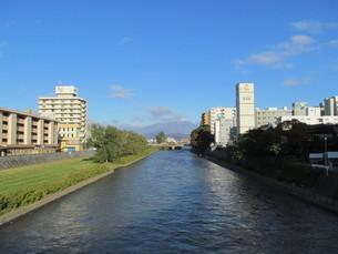 盛岡市を流れる北上川の写真素材 [FYI00200869]