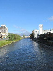 盛岡市を流れる北上川の写真素材 [FYI00200872]