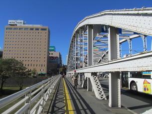 盛岡 開運橋の歩道の写真素材 [FYI00200878]