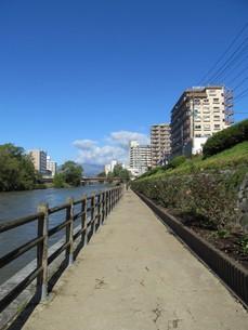 盛岡 北上川と遊歩道の写真素材 [FYI00200882]