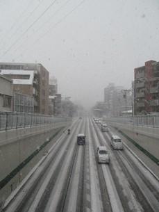 雪の日のアンダーパスの写真素材 [FYI00201039]