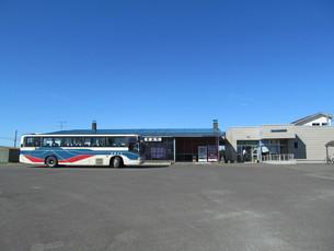 豊富駅とバスの写真素材 [FYI00201116]