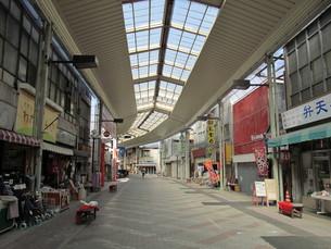 閑散とした商店街の写真素材 [FYI00201137]