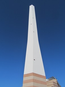 清掃工場の煙突の写真素材 [FYI00201179]