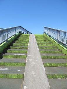 歩道橋の階段の写真素材 [FYI00201246]