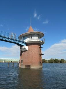 江戸川の取水塔の写真素材 [FYI00201259]