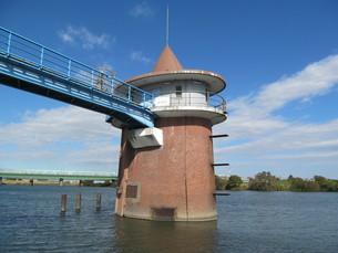 江戸川の取水塔の写真素材 [FYI00201278]