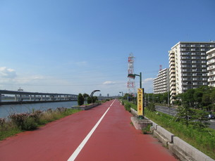 荒川とサイクリングロードの写真素材 [FYI00201316]